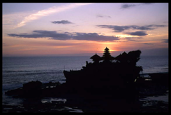The famous sunset at Tanah Lot.