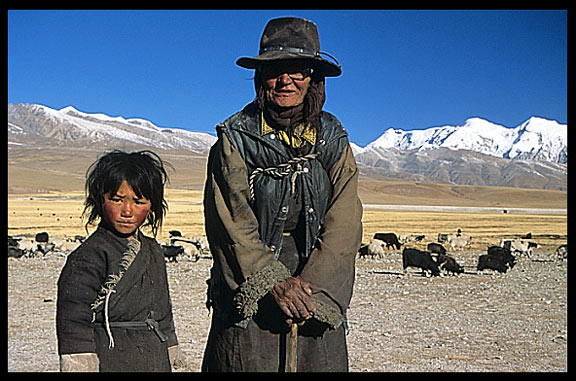 An old pilgrim and her daughter on the road from Lhasa to lake Nam Tso.