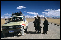 Tibetan Nomads from Changtang province on the road from Lhasa to Nam Tso. Nam Tso, Tibet, China