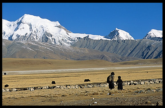 Tibetan pilgrims on the road from Lhasa to lake Nam Tso in a beautiful landscape.